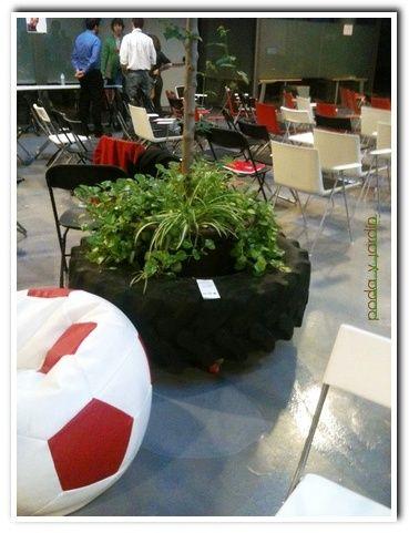 Jardinera hecha con rueda de tractor poda y jard n - Trabajo jardinero madrid ...